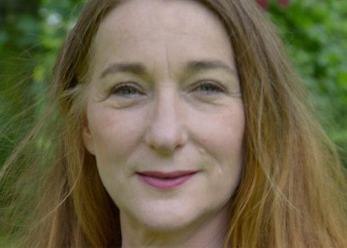 """Interview mit der Künstlerin und Schirmherrin des 51. Internationalen Jugendwettbewerbs """"jugend creativ"""" Rosa Loy"""